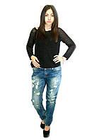 Женские джинсы с потертостями и прорезями