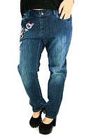Женские джинсы с рисунком из стразов