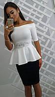 Красивый женский костюм, блуза+юбка, пояс декорирован стразами, цвет белый, синий