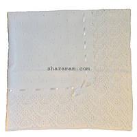 Вязаное покрывало белого цвета, с лентой