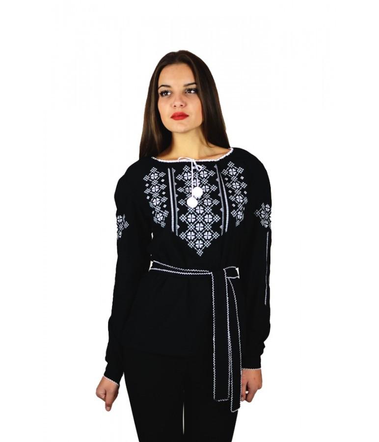 """Вышитая женская рубашка черная """"Васильки"""" М-225-1"""