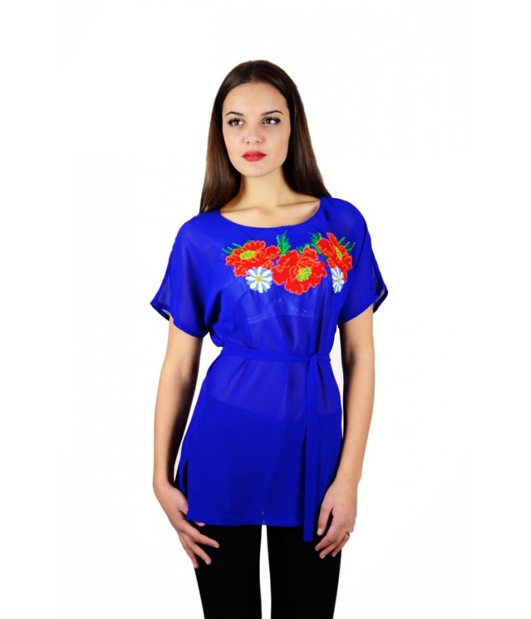 Вышитая женская рубашка синяя с красними цветами М-311-5