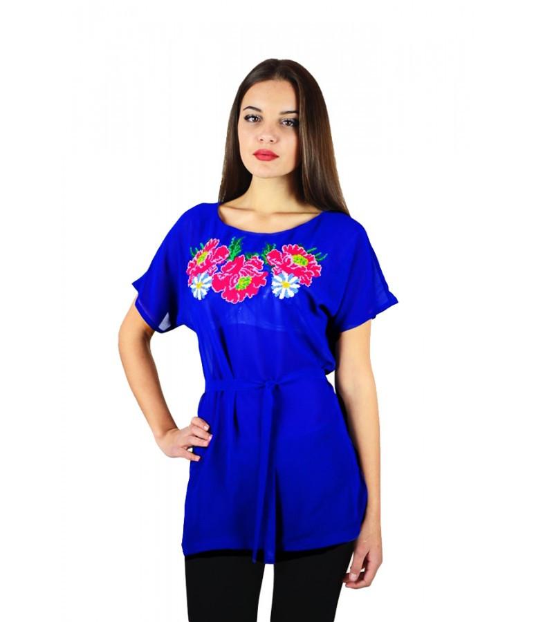 Вышитая женская рубашка синяя с малиновыми цветами М-311-4