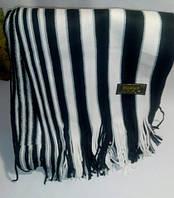 Мужской шарф в полоску черный с белым.