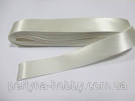 Стрічка атласна  двостороння 2 см ( 10 метрів) кремова Н 02-002