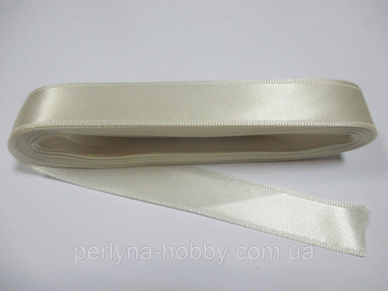 Стрічка атласна  двостороння 2 см ( 10 метрів) кремова Н 02-003