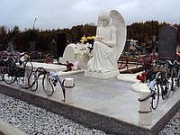 Мемориальный комплекс со скульптурой