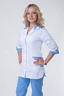 Медицинский костюм на пуговицах белый верх, синий низ