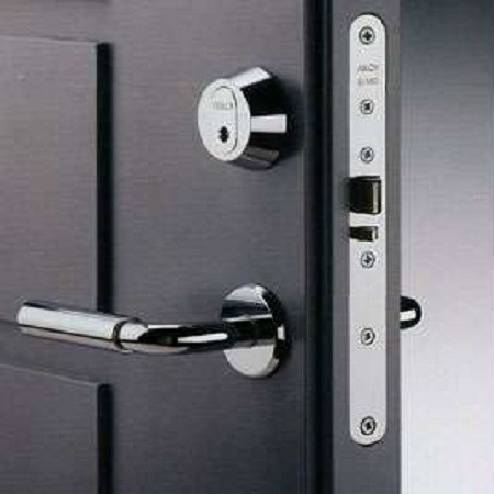 Открыть замок двери
