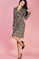 Бежевое платье из плотной ткани