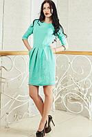 Мятное платье из красивой рельефной ткани