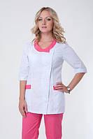 Женский бело-розовый медицинский костюм на пуговицах