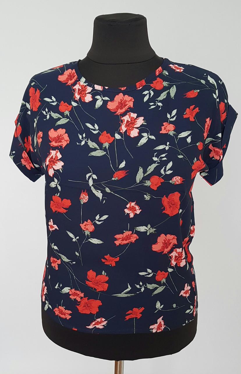 Красивая женская блуза в цветочный принт с цельнокроеным рукавом