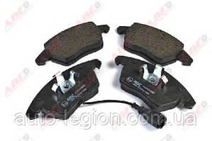 Гальмівні колодки передні VW Caddy III 1.6TDI / 1.9TDI / 2.0SDI / 2.0TDI 04- C1A024ABE ABE