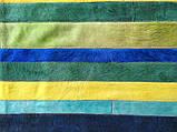 Яскравий синьо зелено жовтий килим з фарбованих смуг шкури корови, фото 3