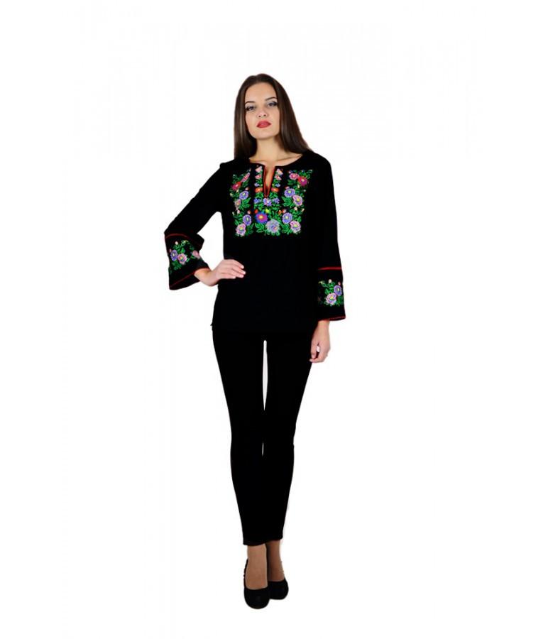 Вышитая женская рубашка черная с яркими цветами «Летняя ночь» М-226 40