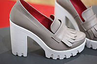 Стильные и комфортные женские туфли от TroisRois из натуральной кожи и бахромы