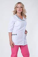 Батистовый женский медицинский костюм с вышивкой от производителя