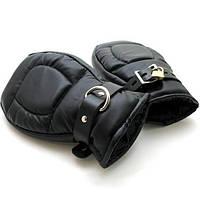 Черные кожаные перчатки-наручники