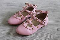 Нарядные туфли для девочки с заклепками копия Valentino