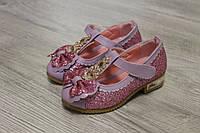 Детские туфли с блестками и камнями
