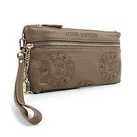 Клатч кожаный Louis Vuitton цвета хаки