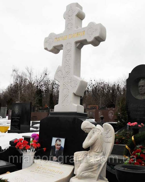 Комплекс с крестом и статуей МК - 02