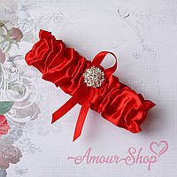 Красная подвязка на ногу