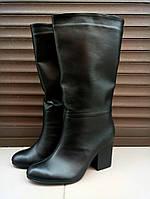 Женские стильные кожаные демисезонные сапоги