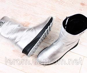 27243091e Теплые ботинки на меху — идеальный выбор активных девушек! Комфортная  модель для снега и льда.