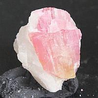93.30 карат  Природный розовый турмалин в породе