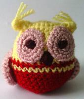 Вязаная игрушка сова желто-красная