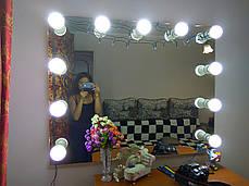 Современное зеркало для визажиста