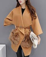 Женское рыжее пальто с мехом на карманах и рукавом 3 на 4