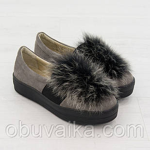 Слипоны женские с мехом 38 размер маломерные из натуральной замши Woman's heel серые с закругленным носком