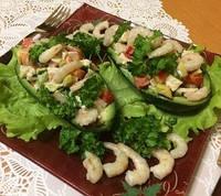 Салат из авокадо, индейки и креветок
