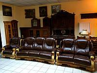 Два кожаных дивана и кресло