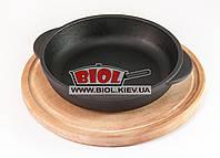 Чугунная порционная сковорода 14х3см на деревянной подставке 20см (бук) ЭКОЛИТ