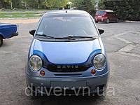 Дефлектор капота (мухобойка) Daewoo Matiz 1998- /с заходом на фары, на крепежах