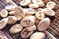 """Набор деревянных рун для гадания с аннотацией """"Косой срез"""" Липа 4Х2,5см."""