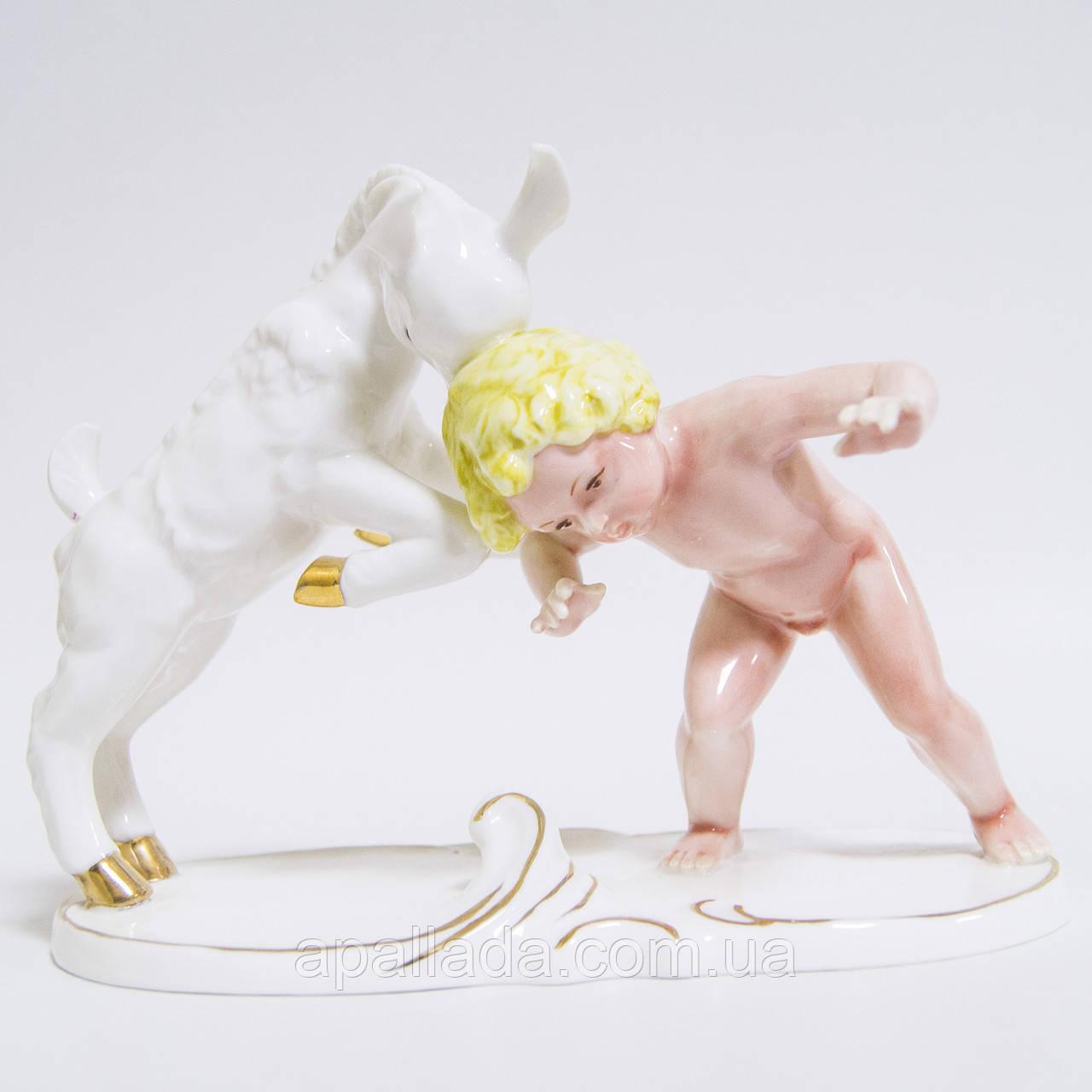 Статуетка Хлопчик з козликом