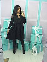 Черное женское платье свободного кроя