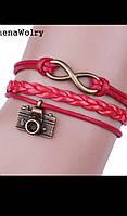 Женский браслет красный на руку с фотоаппаратом и бесконечностью.