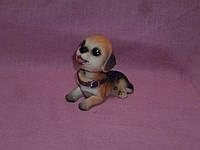 Собака маленькая кивающая головой декоративная статуэтка в машину 9 сантиметров длина туловища
