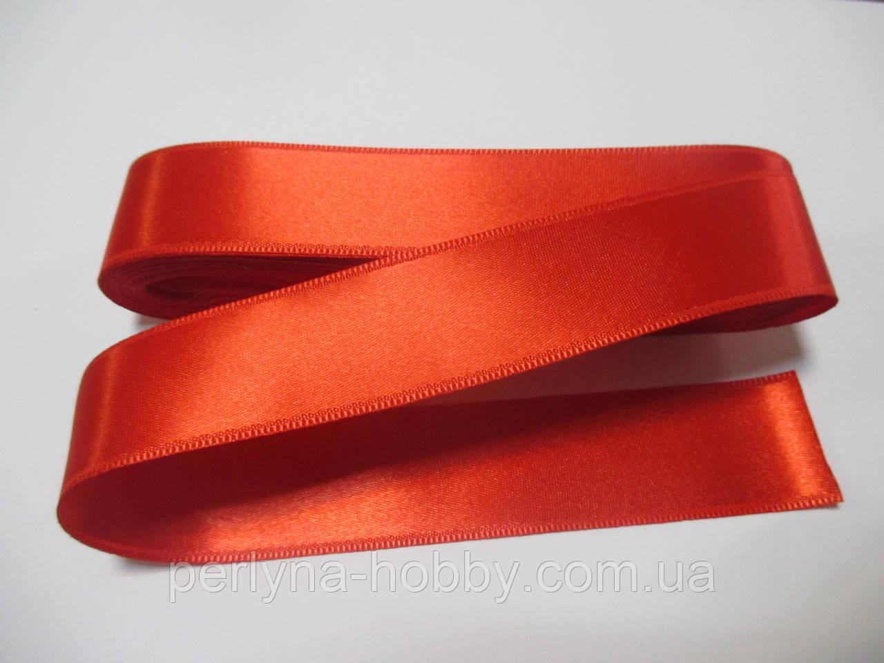 Стрічка атласна  двостороння 3 см Лента атласная двухсторонняя. ( 10 метрів) червона яскрава
