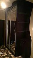 Шкаф купе с эркером,  двери - зеркало с пескоструйным рисунком, зеркало  сатин (матовое)