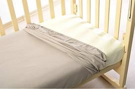 Трикотажная простынь на резинке в кроватку