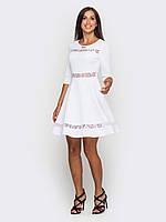 Приталенное женское платье с вставками из гипюра, юбкой-солнце, рукава 3/4 90184 44