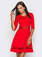 Приталенное женское платье с вставками из гипюра, юбкой-солнце, рукава 3/4 90184/1