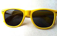 Очки солнцезащитные флаер в желтой, розовой и голубой оправе
